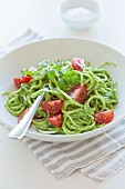 Courgette spaghetti with avocado and coriander sauce (uncooked)