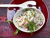 Weisskohlsalat mit Radieschen, Haselnüssen und Kassler