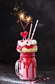 Valentine's Freak Shake mit Mini-Donut, Herzlollie & Wunderkerzen