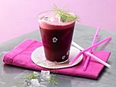 Rote-Bete-Drink mit Möhren und Fenchel