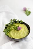 Avocadodip im Schälchen