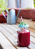 A power smoothie with beetroot and fruit