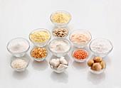 Glutenfreie Mehlsorten in Schälchen