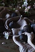 Fresh figs on a linen cloth