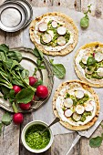 Flatbreads with spicy cream cheese and radish leaf pesto