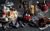 Verschiedene Desserts und süsses Gebäck