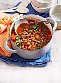 Scharfer Rindfleischeintopf mit Kürbis, Kichererbsen, Tomaten und Spinat