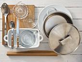 Küchengeräte die für die Zubereitung von gratiniertem Chicoree mit Bröseln benötigt werden