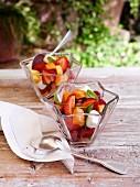 Papaya-Erdbeere-Marshmallow-Salat mit Trauben und Minze