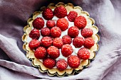 Small raspberry tart (seen from above)