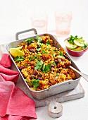 Würziger Hähnchen-Reis-Auflauf mit Oliven