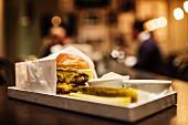Cheeseburger im Restaurant