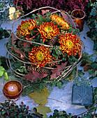Grabgesteck: Chrysanthemum / Deko-Chrysanthemen, Picea