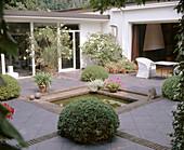 Schümmelfeder, Atriumgarten mit Teich