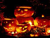 Ausgehöhlte Kürbisse zu Halloween