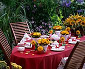 Sommerliche Kaffeetafel im Garten