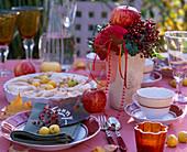 Blätterteig-Tarte mit Malus /Äpfeln, Rosa / Hagebutten, Hedera / Efeu
