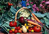 ARRANGEMENT mit Gemüse