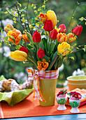 Tulipa (gelbe, orange, rote Tulpen)