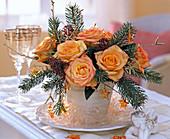 Strauß aus Rosa (Rose, orange), Picea (Fichte), Betula (Birkenzweige,