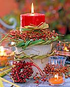 Kerzengesteck mit Kränzen aus Rosa (Hagebutte)