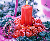 Kerze im Lampionkranz mit Rauhreif