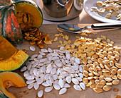 Cucurbita (Kürbis), verschiedene Kürbiskerne, getrocknet und naß