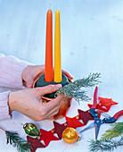 Gestecke mit gelber und oranger Kerze: 2/3