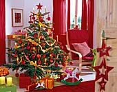 Weihnachtsbaum aus Picea pungens 'Glauca' natürlich geschmückt