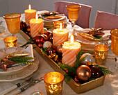 Ungewöhnlicher Adventskranz mit beigen Kerzen