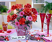Silvesterstrauß mit rosa Gerbera, Dianthus (Nelken, orange-rot)