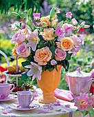 Strauß aus Rosa (Rosen), Lilium (Lilien), Campanula (Glockenblume)