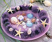 Maritimer Kranz aus Blütenständen von Echinops ritro (Kugeldistel)
