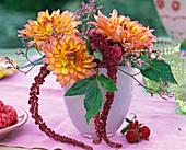 Dahlia (Dahlien), Amaranthus (Fuchsschwanz), Limonium (Meerlavendel)