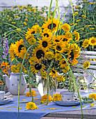 Spätsommerstrauß mit Helianthus (Sonnenblumen), Heliopsis