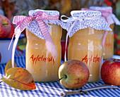 Malus (Äpfel), Blätter, Apfelmus mit Deckchen, Schälmesser