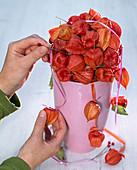 Physalis - Kugel auf rosa Vase: 4/5