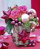 Strauß aus Rosa 'Sweet Unique' (Rosen), Eucalyptus, Pseudotsuga (Douglasie)