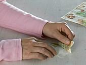 Butterbrottüten mit Serviettentechnik als Windlichter : 3/5