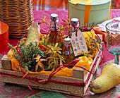 Geschenk aus dem Garten : Kräuteröle in kleinen Flaschen mit Schild 'Für Dich!!