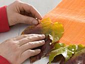 Tischläufer mit Herbstlaub von Wildem Wein : 2/3