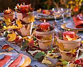 Blätter - Apfel - Tischdeko : Kerzen in Kerzenhaltern aus Terrakotta - Töpfen