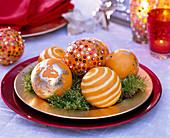 Citrus (Orangen) mit Pailletten, Blattgold und Schnitzereien verziert
