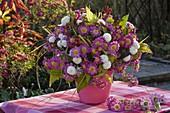Herbststrauß aus Chrysanthemum 'Corinna' 'White Bouquet'