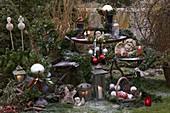 Weihnachtliche Dekoration im Garten