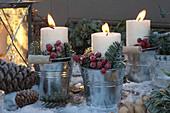 weiße Kerzen in Blech - Eimerchen