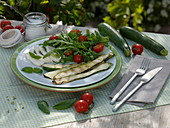 Vorspeise : gegrillte Cucurbita pepo (Zucchini), Lycopersicon (Tomaten)