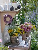 Sträuße aus mottenabweisenden Pflanzen und Heilkräutern