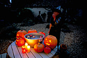 Halloween: Nancy Apple BOBBING