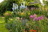 PETTIFERS Garden, OXFORDSHIRE: KLIMT BORDER with ERYNGIUM, KNIPHOFIA, Echinacea AND Delphinium